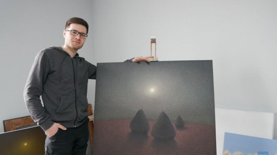 Деталі ніби рухаються: художник з Волині винайшов власну техніку написання картин