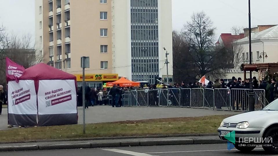 У Луцьку готуються до приїзду Петра Порошенка. ФОТО. ОНОВЛЕНО