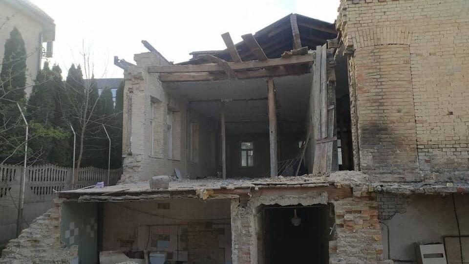 У Луцьку руйнують ще одну історичну будівлю, де була гімназія