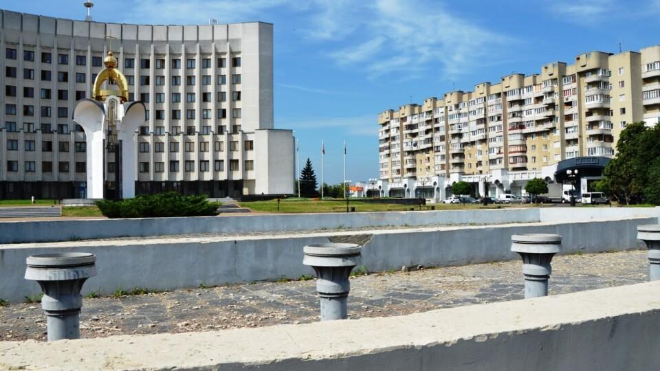 Біля Волинської ОДА відновлять фонтан. Оголосили конкурс на кращий проєкт