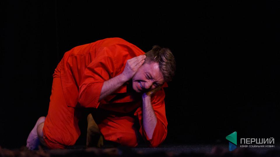 «Монодії в червоному»: «Гармидер» у Луцьку показав історії поетів кривавого ХХ століття. ФОТО