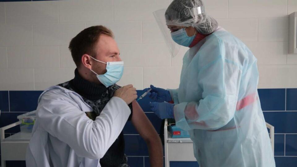 «Права вибору немає». Ляшко закликав щеплюватися тією вакциною, яка є, а не чекати Pfizer