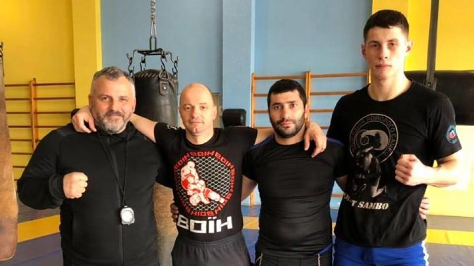 Вірменський чемпіон з боротьби приїхав у Луцьк ділитися досвідом. ФОТО