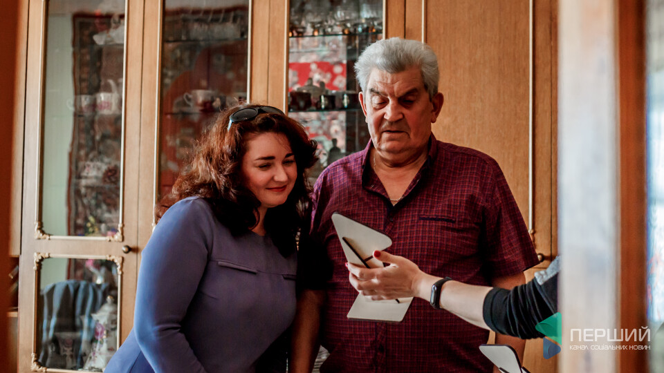 «Перший» вручив відзнаки героям січня Людмилі та Михайлові Висоцьким