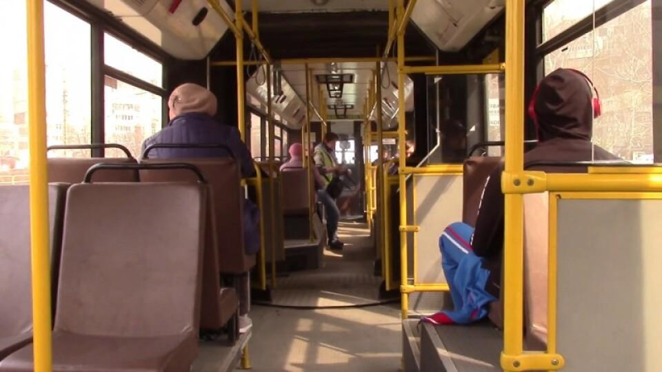 22 травня – пустити транспорт, 25-го – відкрити садочки. Як в Україні хочуть пом'якшити карантин