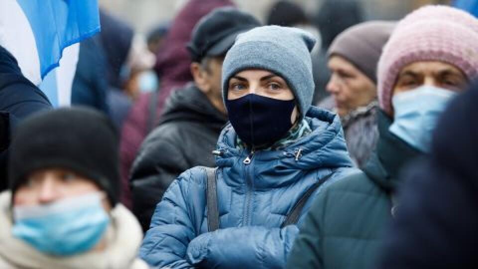 Понад 60% українців підтримують запровадження локдауну, аби стримати COVID-19