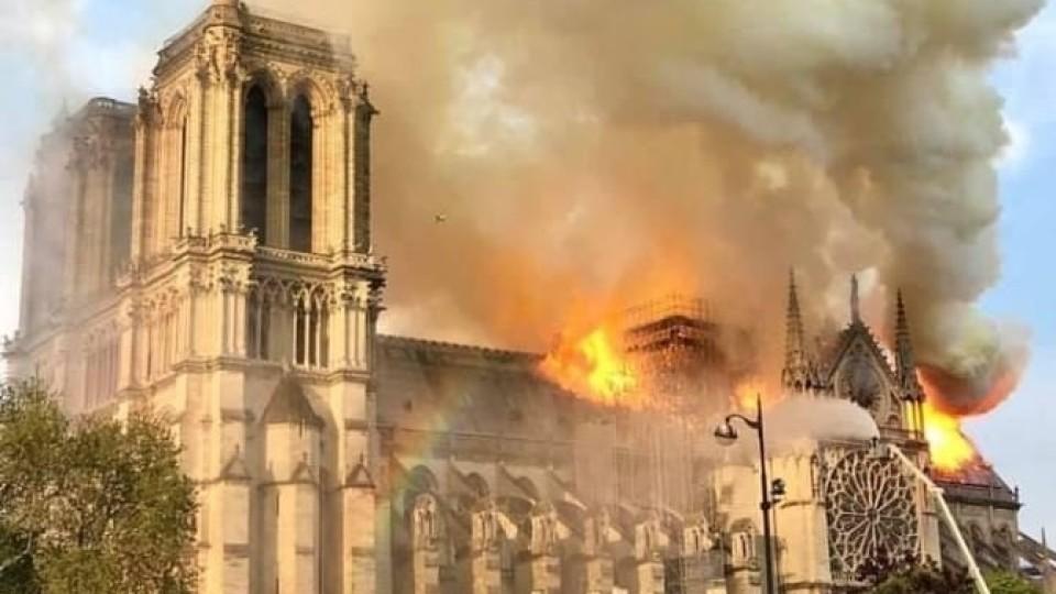 «Ми стояли за метрів 300 і відчували тепло»: волинянин став свідком пожежі у Нотр-Дамі. ФОТО