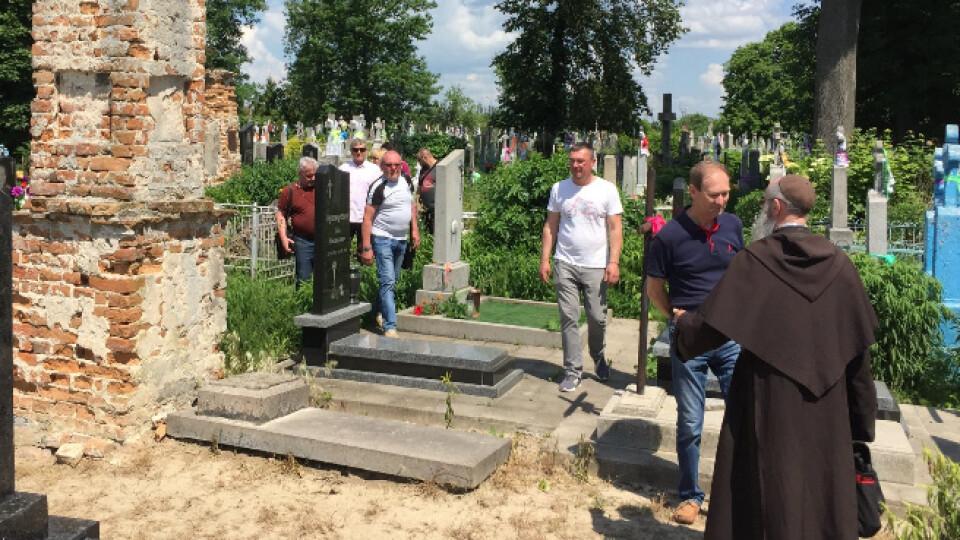 Поляки реставруватимуть один із найстаріших цвинтарів на Волині