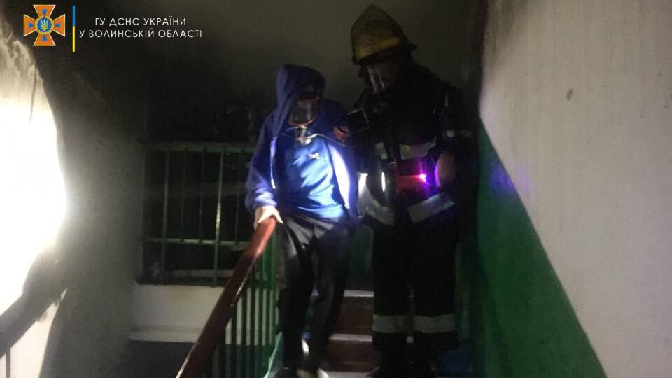 У Нововолинську під час пожежі врятували двох людей