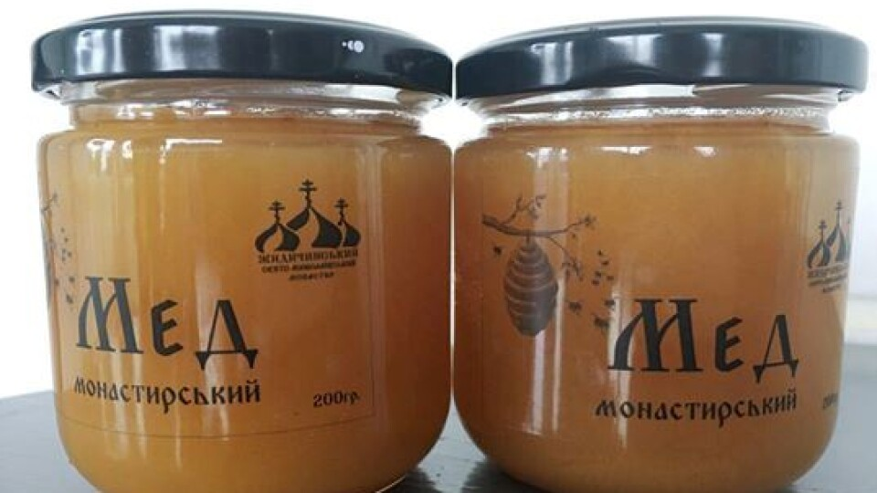 Біля Луцька монахи продають мед із власної пасіки