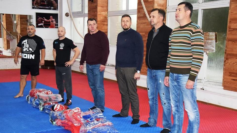 У повній «бойовій» готовності: клубу «Воїн» благодійники подарували екіпіровку. ФОТО