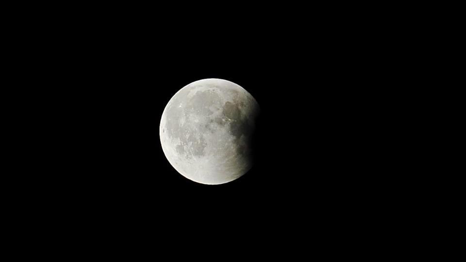 Луцький фотограф опублікував вражаючі знімки місячного затемнення