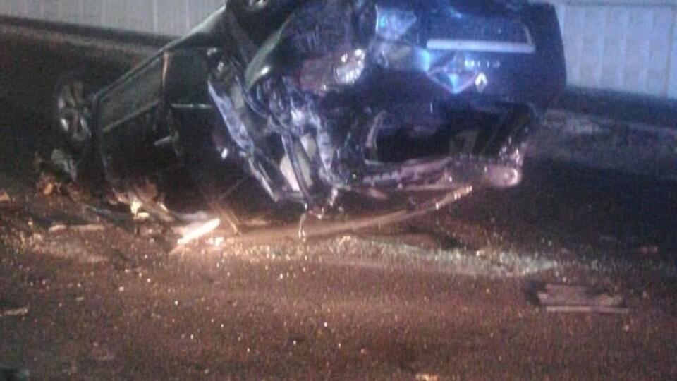 У Володимирі автівка протаранила бетонний паркан. За кермом була 16-річна дівчина