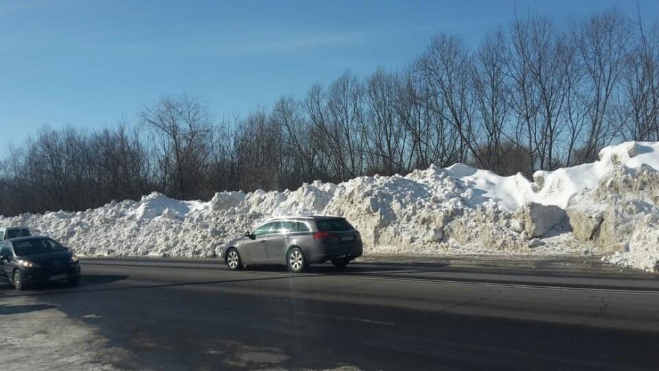 Сніг із доріг та вулиць Луцька вивозять на вулицю Набережну