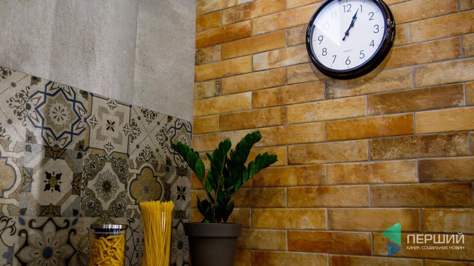 У Луцьку відкрився новий магазин плитки та сантехніки. Як вибрати з тисячі варіантів