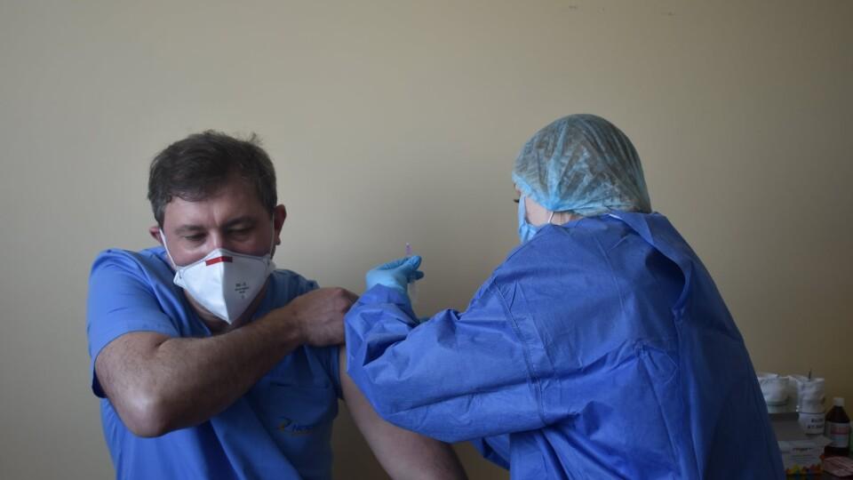 На Волині зробили перше щеплення від коронавірусу