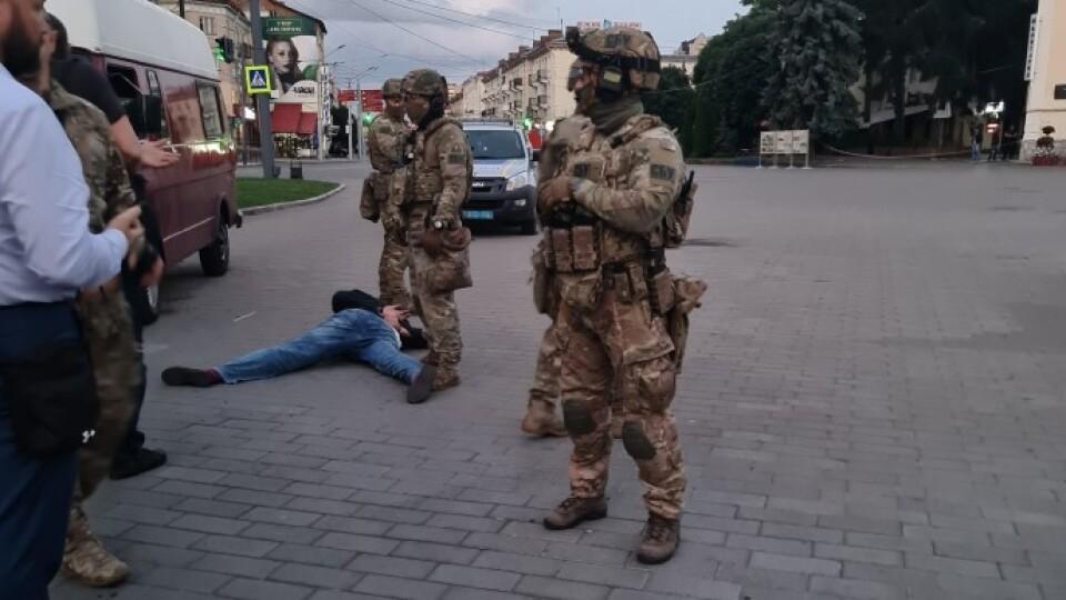 «Професійна необхідність, а не театр», –СБУ про дивнезатримання луцького терориста