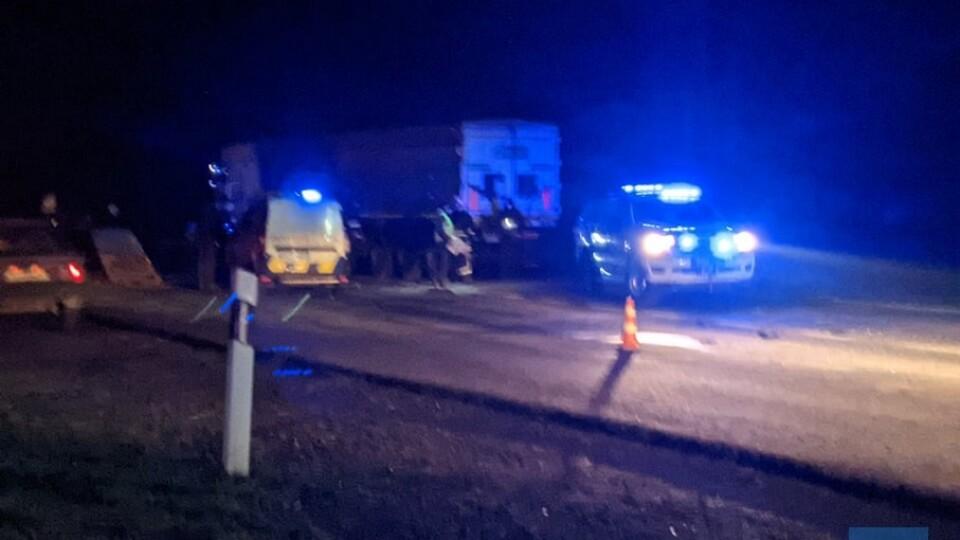 На Волині легковик потрапив під вантажівку. Двоє чоловіків загинули на місці