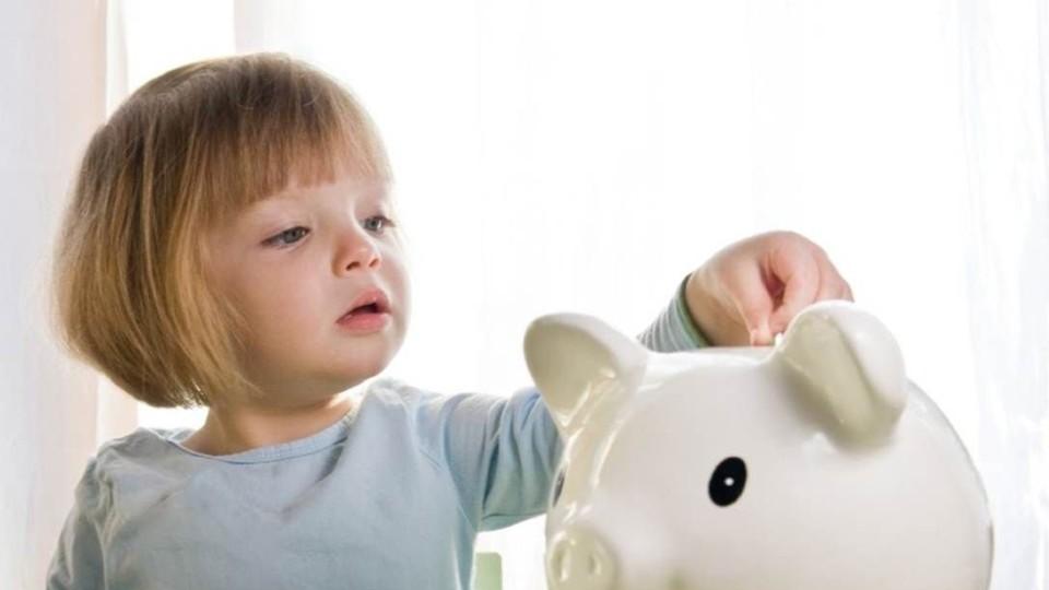 На Волині сім'ям розпочали платити  гроші на дітей