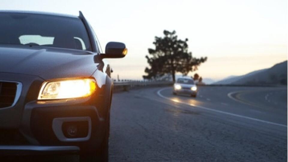 З 1 жовтня водії повинні вмикати фари поза населеними пунктами