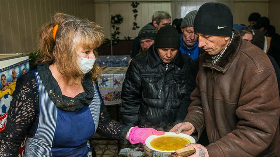 У Володимирі-Волинському  нужденних годуватимуть гарячими обідами