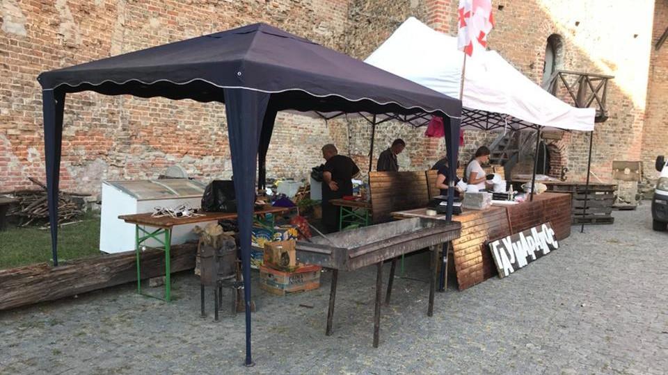 Останні приготування: у Луцьку стартує ІІІ фестиваль пива і м'яса в Луцькому замку