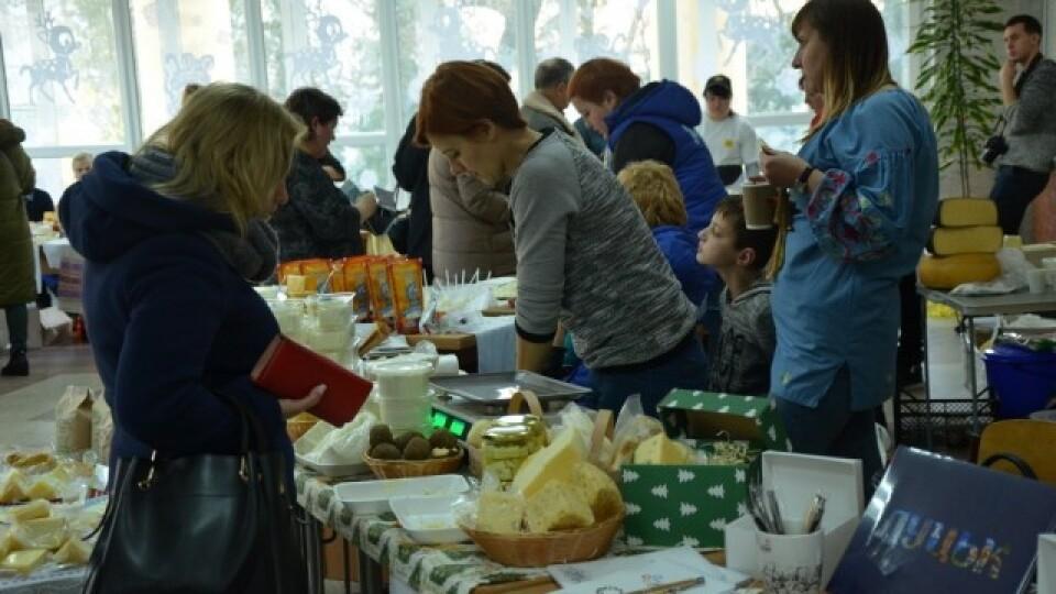 Равлики, сири, меди. У Луцьку виробники продавали власну продукцію на ярмарку