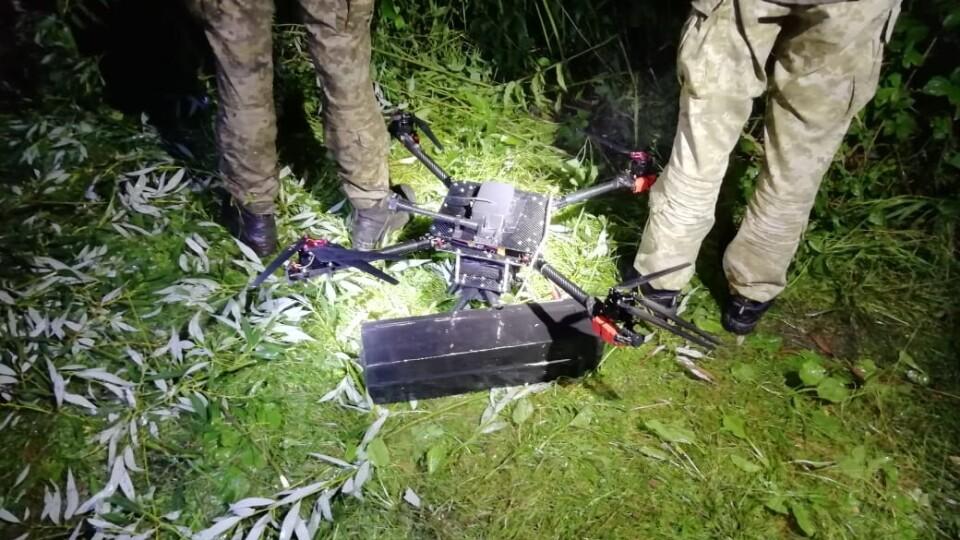 Луцькі прикордонники викрили дрона, який переправляв цигарки до Польщі
