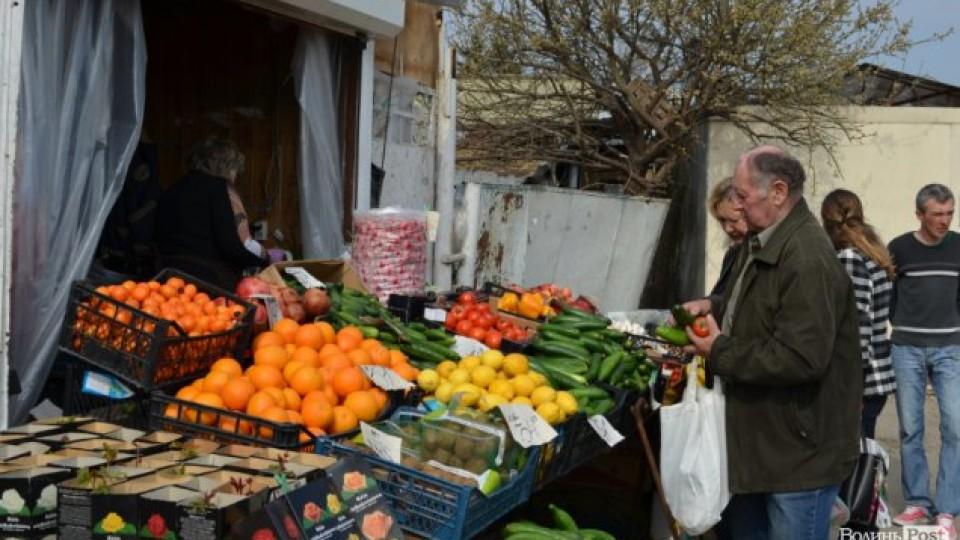 Весняні ціни:  скільки коштують овочі на Центральному ринку Луцька. ФОТО