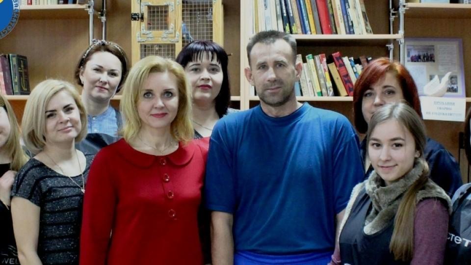 Новий імідж для захисників: до військового госпіталю у Луцьку завітали перукарі. ФОТО
