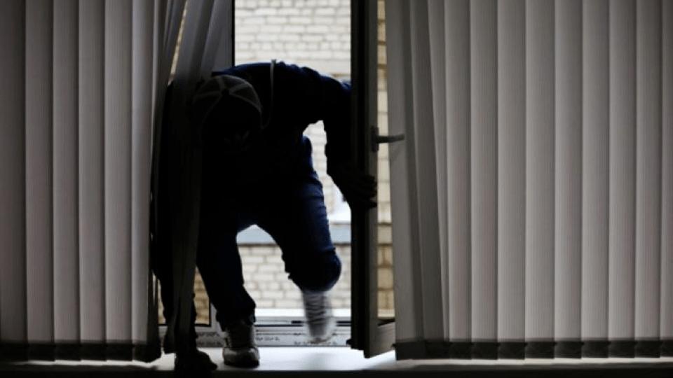 У Луцьку поліція затримала злодіїв, які вдерлися до чужої квартири через вікно