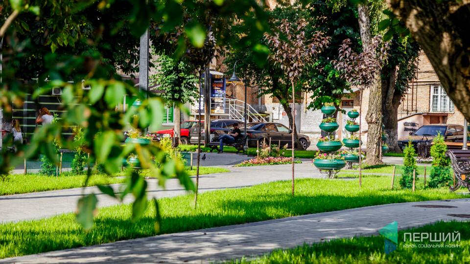Відкрили сквер у центрі Луцька на місці квіткового ринку