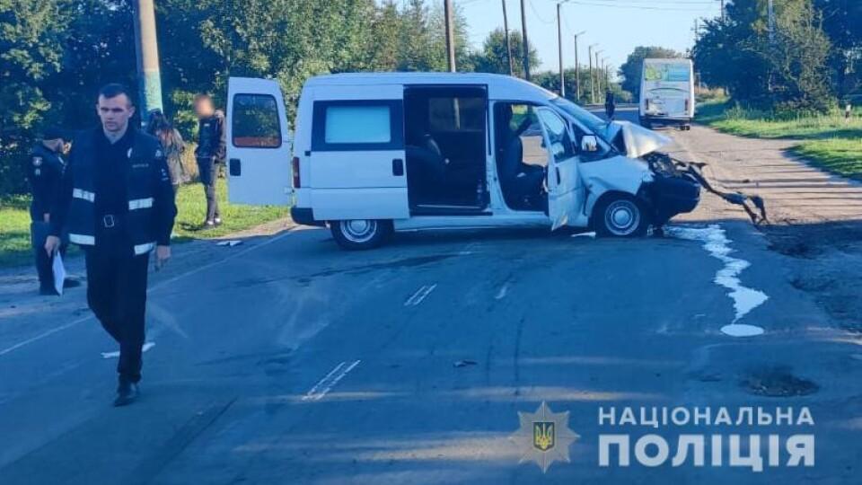 У Володимирі п'яний водій врізався в маршрутку. Постраждала неповнолітня