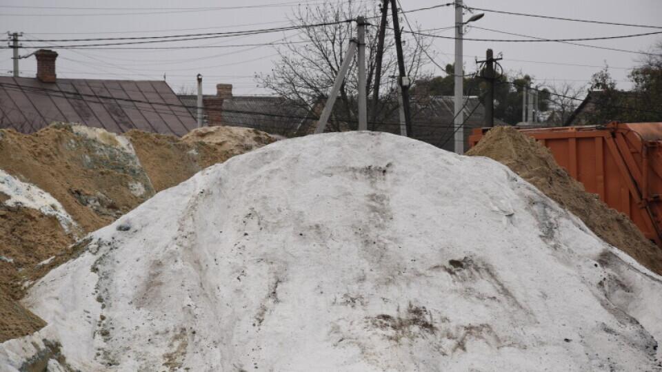 «Не пропаде». Луцькі комунальники пояснили, куди подінуть сіль для посипання доріг