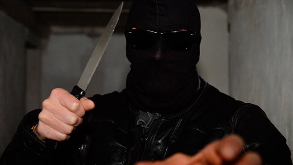 Богохульники з ножами: з церкви викрали старовинні ікони, вирізавши їх з рам