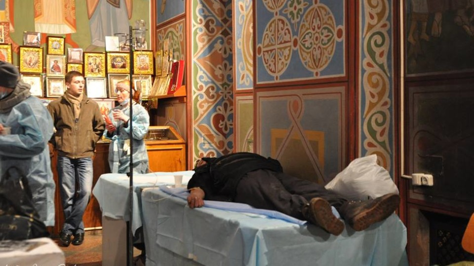 Гори одягу, лікарня у храмі та загиблі Герої:  Революція Гідності очима священика з Волині. ФОТО