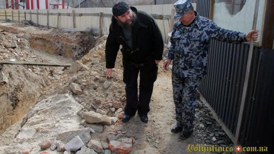 У Луцьку викопали єврейський надгробок. ФОТО