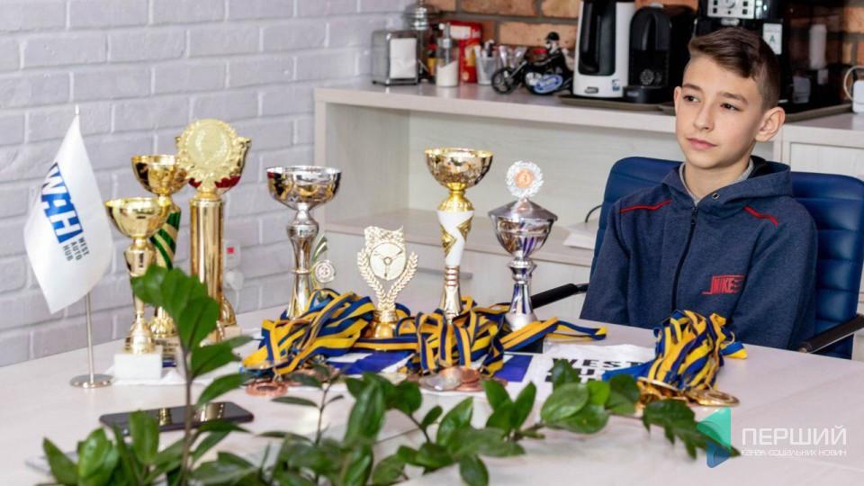 За кермом з трьох років: як школяр з Луцька став чемпіоном з картингу