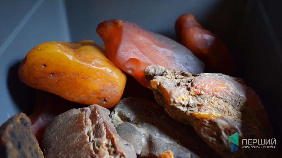 У Луцьку за 20 хвилин продали бурштину на 2 мільйони гривень