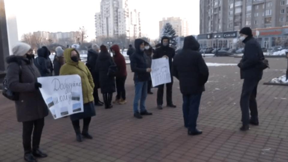 Скандальне будівництво школи у Стобихівці: батьки мітингували біля Волинської ОДА
