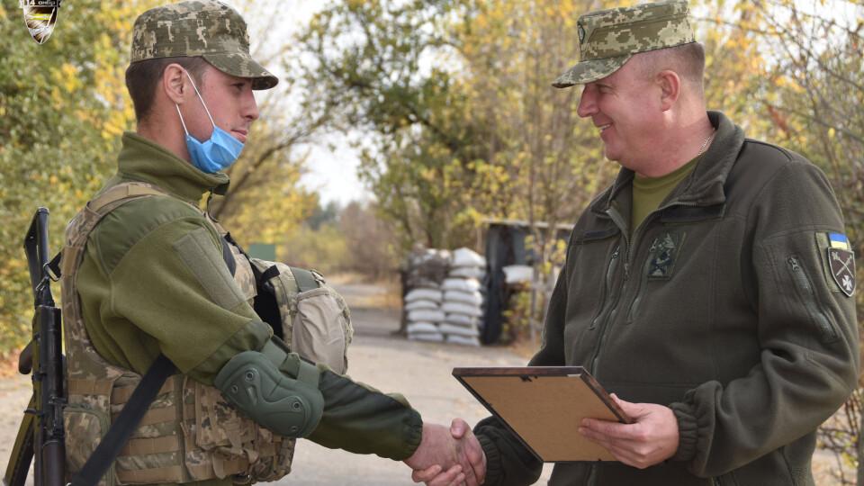 Військовим 14 ОМБр вручили нагороди до Дня Захисника України