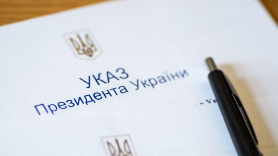 Зеленський дав почесні звання проректору з Луцька і вчительці з Володимира