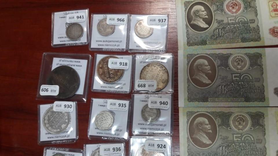 На волинському кордоні зловили чоловіка, який віз колекцію старовинних грошей. ФОТО. ВІДЕО
