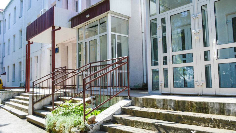 Через коронавірус із Волинської інфекційної лікарні звільнилися лікар і чотири медсестри
