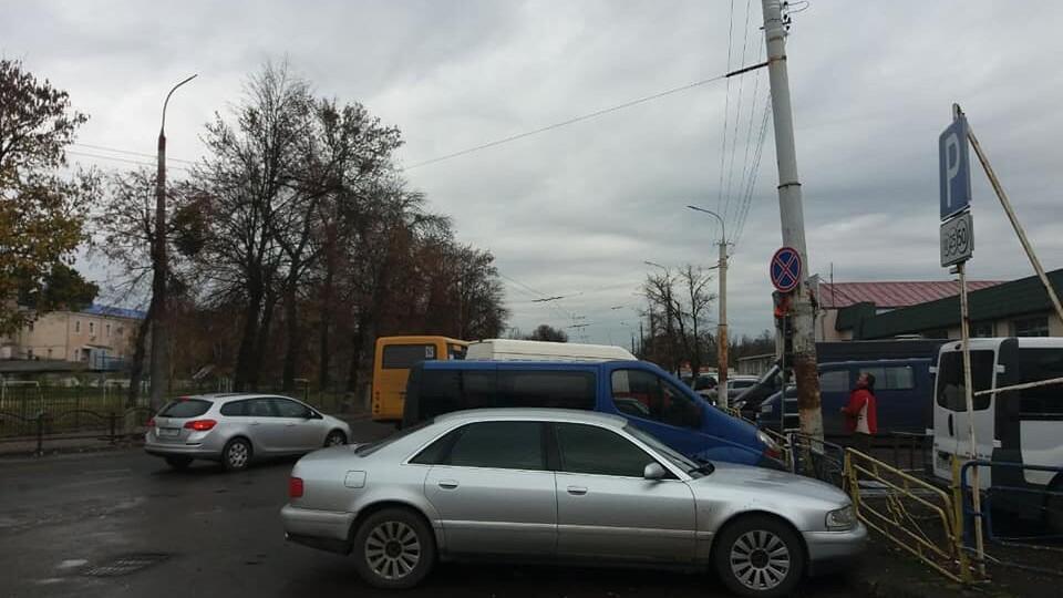 З'явилися знаки. Де біля Старого ринку у Луцьку заборонили паркуватися
