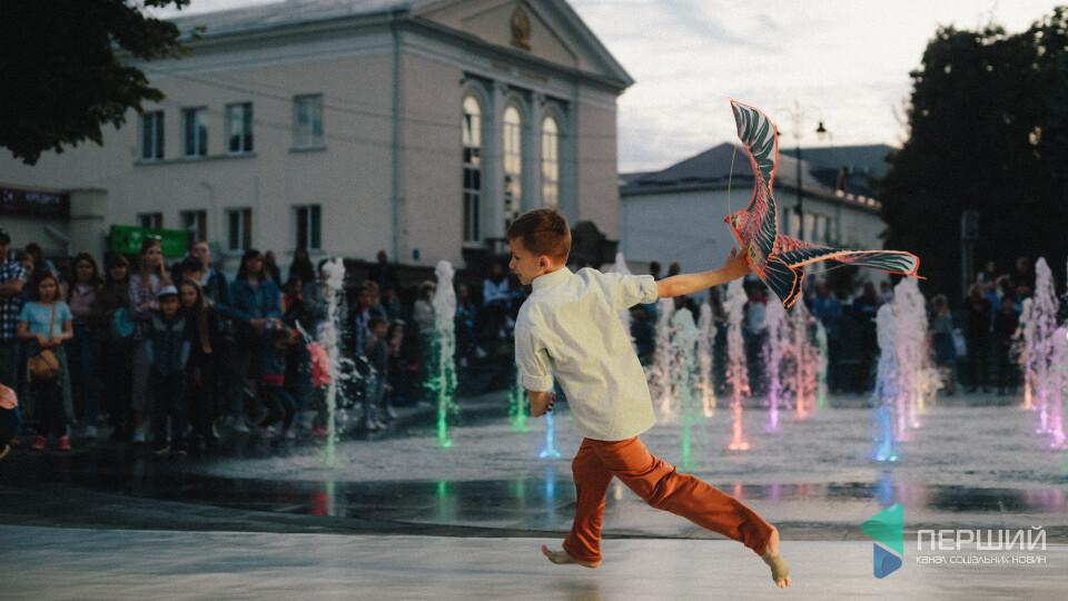 У Луцьку відбулась шоу-програма «Вечірній фонтан». Фоторепортаж