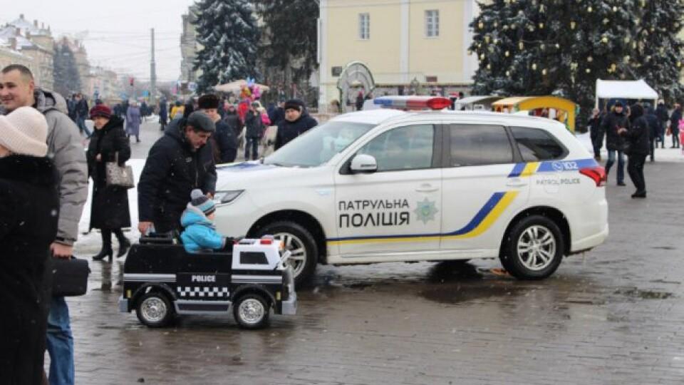 Алкоокуляри, фотозона, ігровий майданчик. У Луцьку та Ковелі відбудеться «Різдво з патрульними»