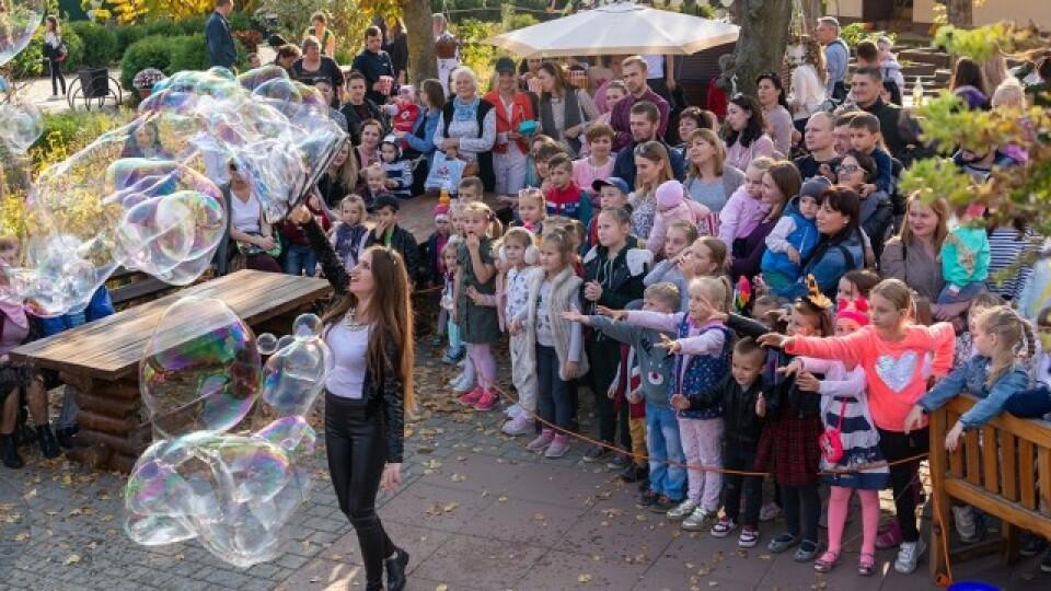 Подарунки, гарбузи та бульбашкове шоу. Як Луцький зоопарк святкував день народження?
