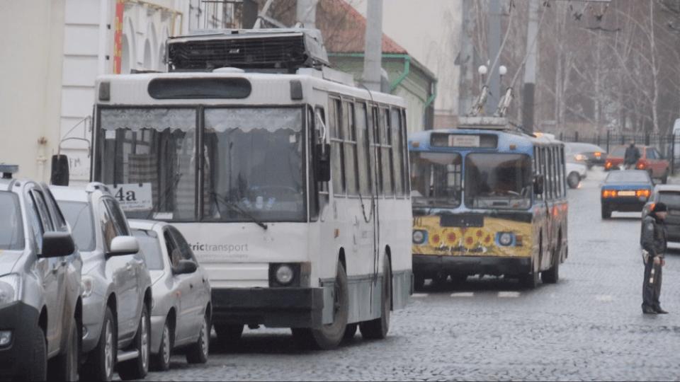 Луцьк на карантині. Із громадського транспорту на дорогах можуть залишитися тільки тролейбуси