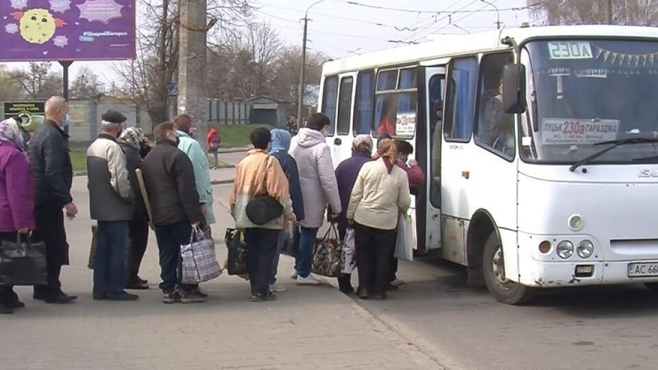 Півтори години чекають автобус: лучани не можуть дістатись до дач